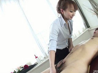 Casual sponger gets a blowjob from sultry Japanese masseuse Anna Mizukawa