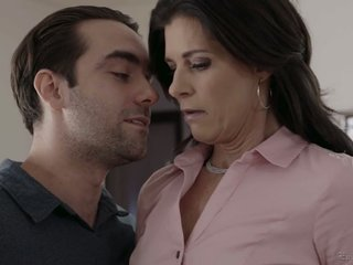 Having unclad boobies India Summer gives wholly a factual blowjob